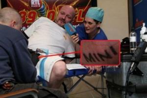 Έκανε τατουάζ στα γεννητικά του όργανα!